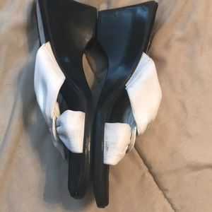 Life Stride Shoes - Adorable White/Black Wedge Sandals